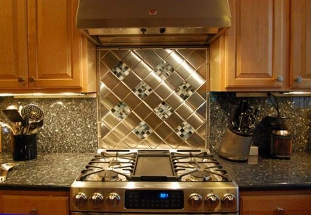 Фартук для кухни из металла