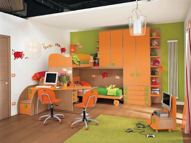 Учебная зона комнаты для разнополых детей