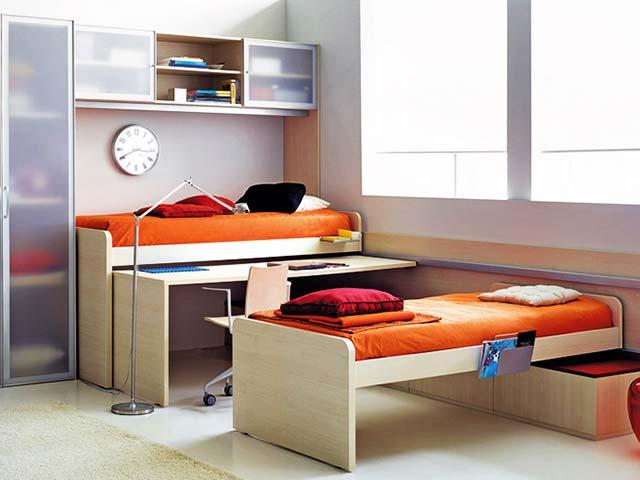 Параллельное расположение кроватей в детской комнате