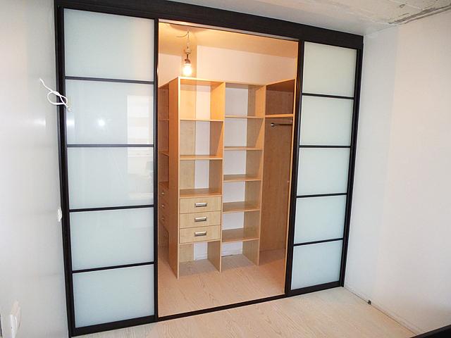 Раздвижная дверь в гардеробной