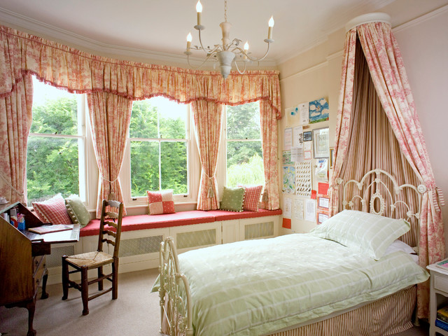 Кованая кровать с балдахином