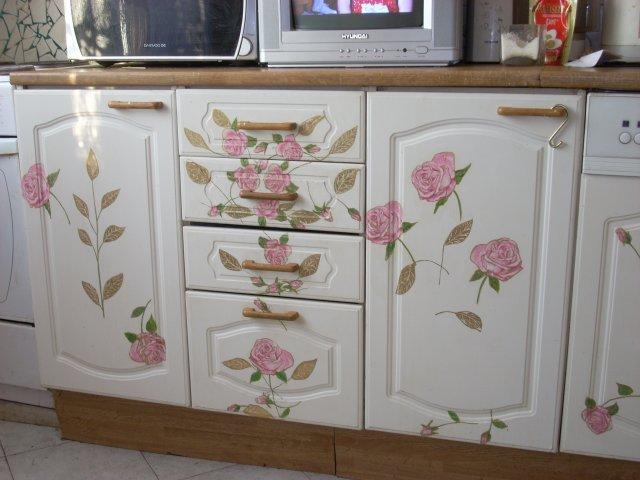Мебель, расписанная цветочками