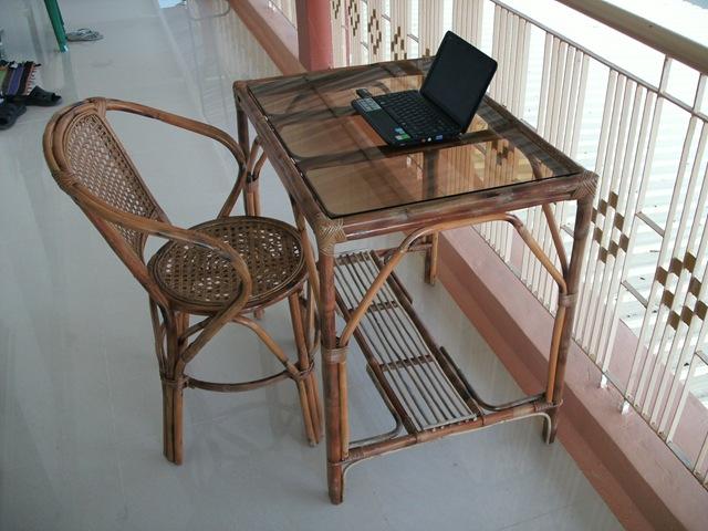 плетённые стулья