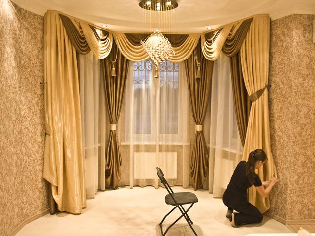 Оформление окна в гостиной
