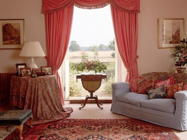 Красивые занавески на окне