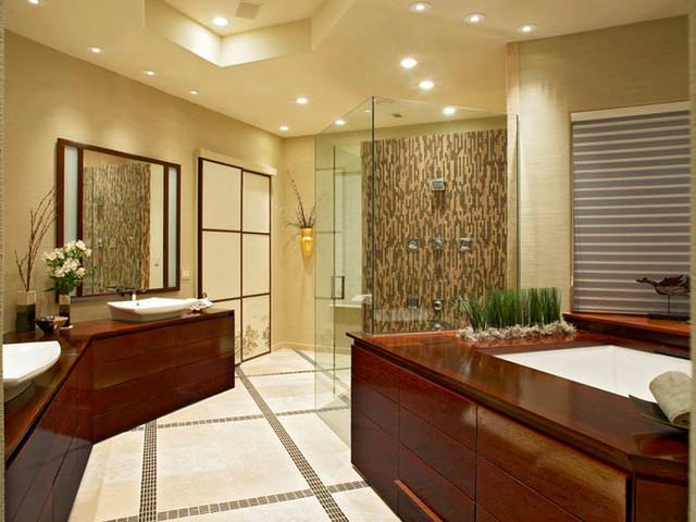 Восточная ванная с деревянными аксессуарами
