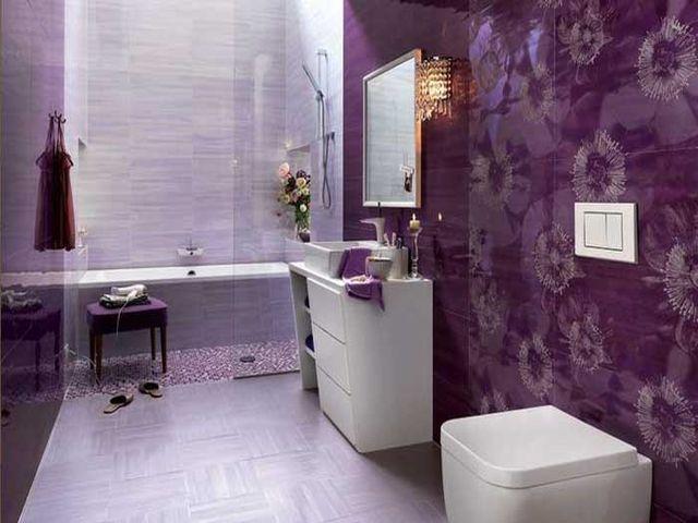 лавандовые обои в интерьере ванной комнаты