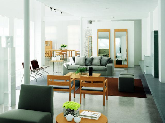 светлые стены + темная мебель – удачное сочетание для контемпорари