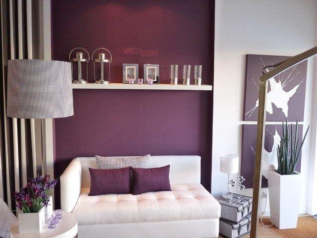 комната в бело-фиолетовых тонах – это очень элегантно