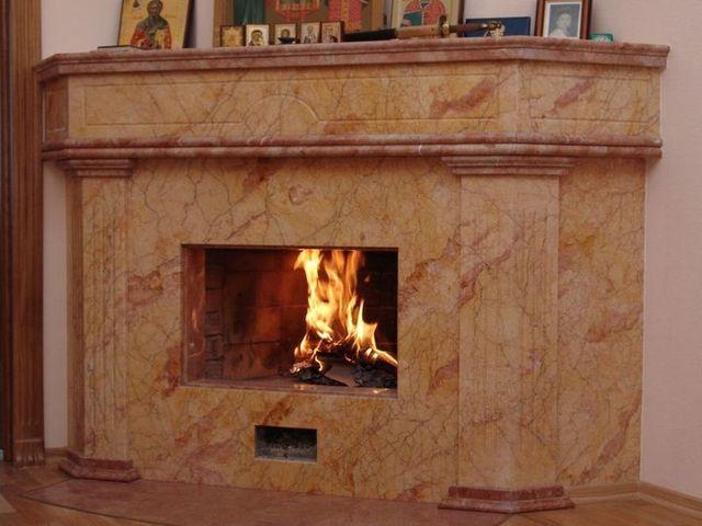 мраморный камин – признак классического стиля