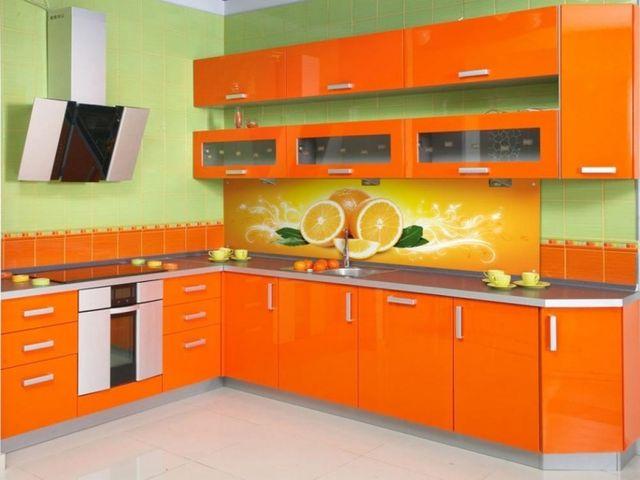 фисташковый и оранжевый на кухне – нестандартный ход!