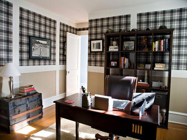 серые обои в интерьере просторного кабинета
