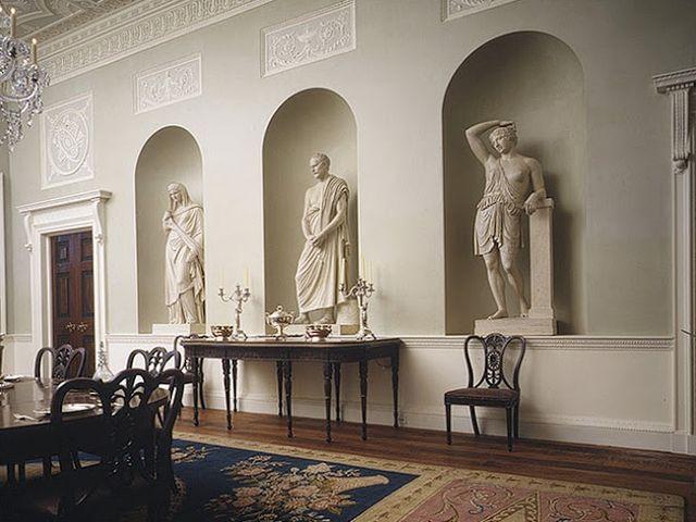готическая скульптура в современном интерьере