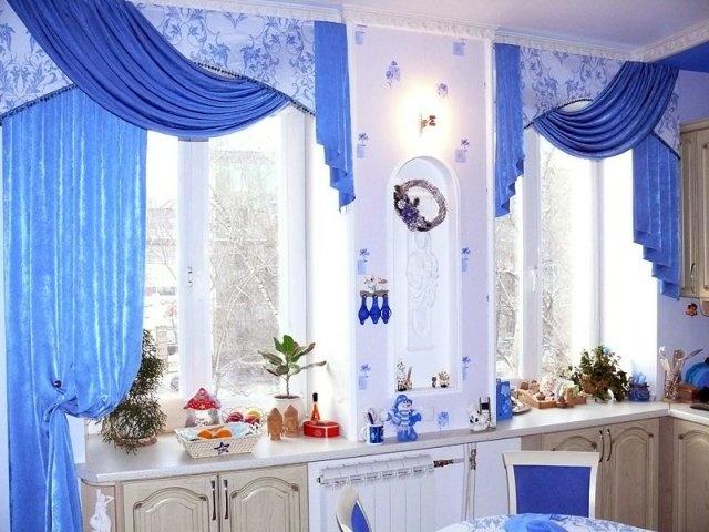 яркие занавески в светлой кухне