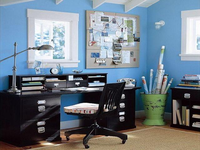 голубые обои в интерьере кабинета