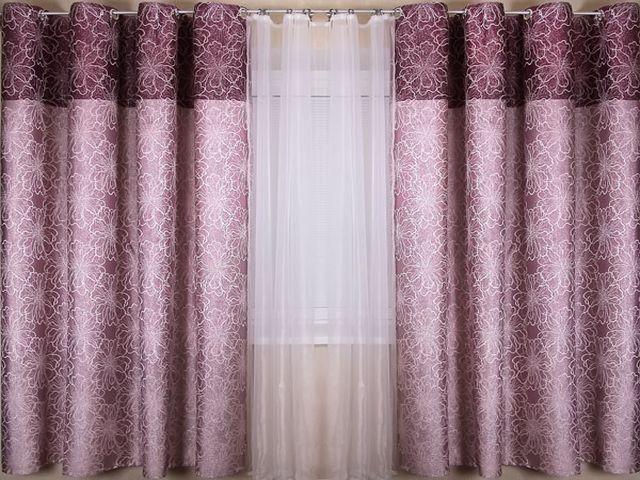фиолетовые шторы с рисунком в детской