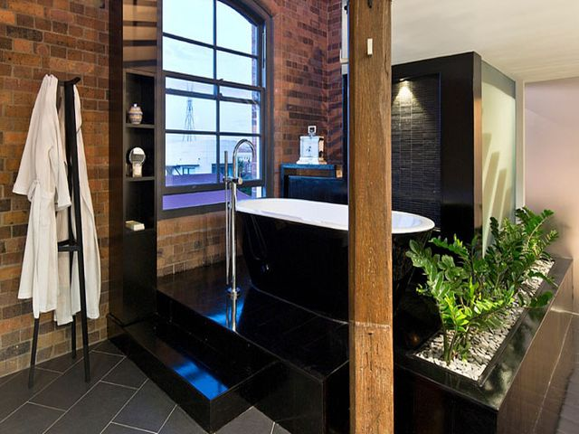 комфортная ванная в индустриальном стиле
