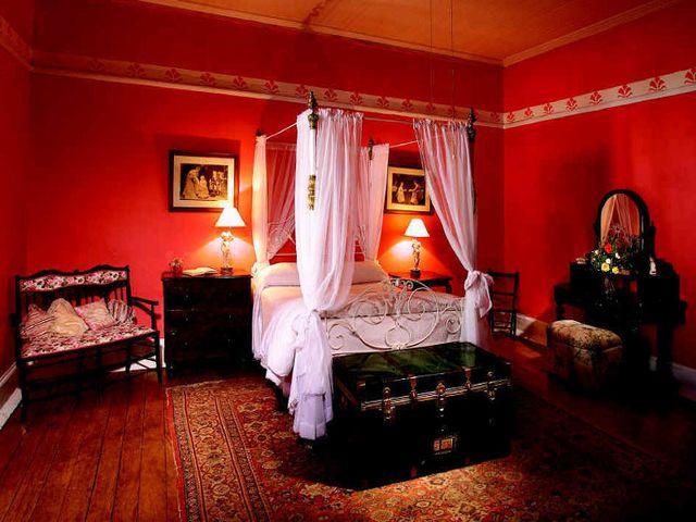 красная спальня в стиле будуара