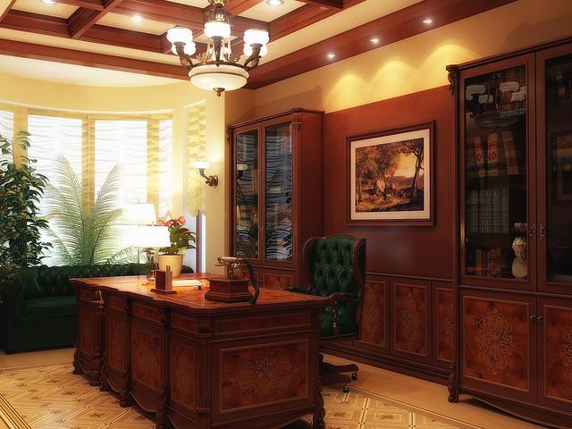 строгий кабинет в коричнево-бежевых тонах