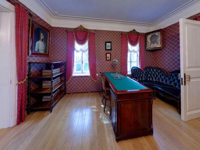 бордовый интерьер кабинета