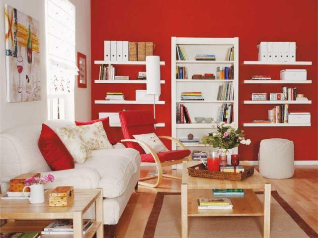комната в красно-белых тонах