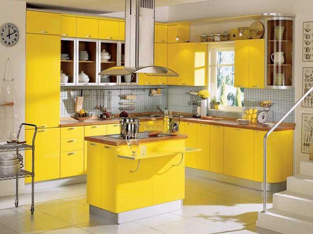 солнечная желтая кухня