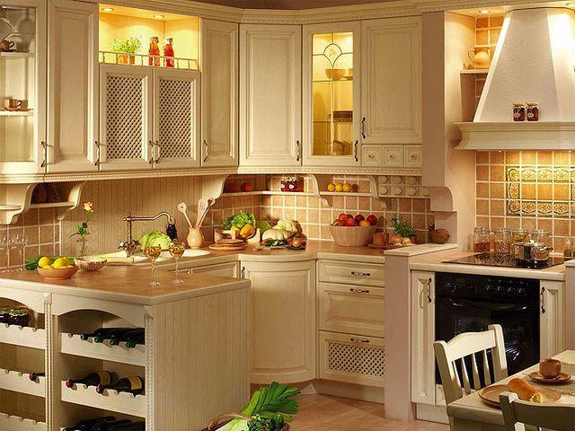 Кухня в стиле кантри с фоновым бежевым