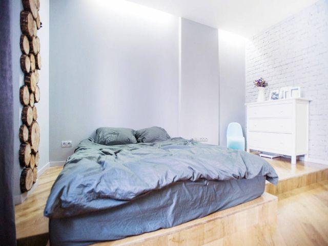 Спальня в стиле минимализма с матрасом на полу вместо кровати