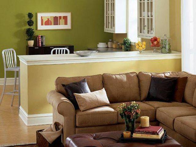 Интерьер офиса с применением салатового и коричневого цветов