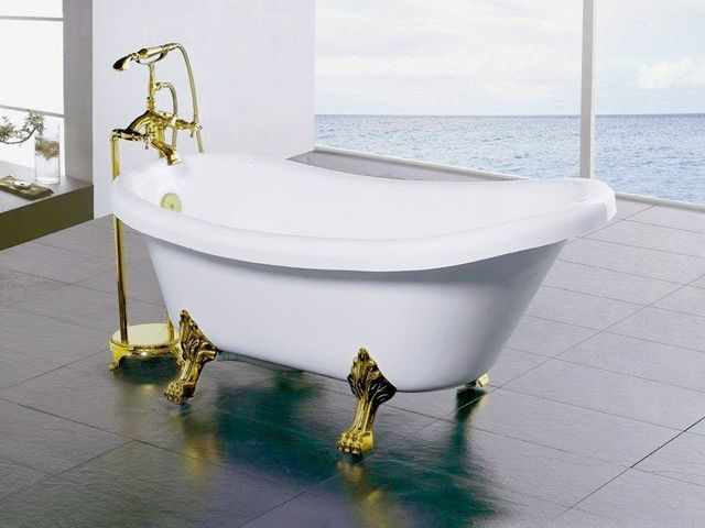 ванна на декоративных звериных лапах