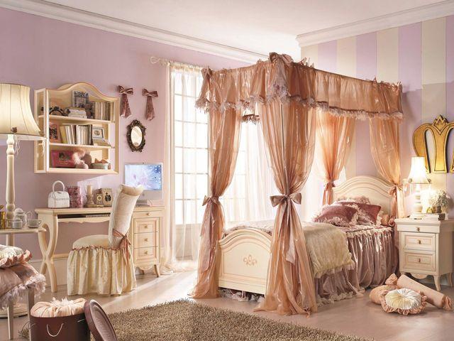 спальня рококо в пастельных тонах