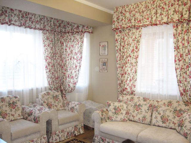 пышные цветочные шторы в интерьер