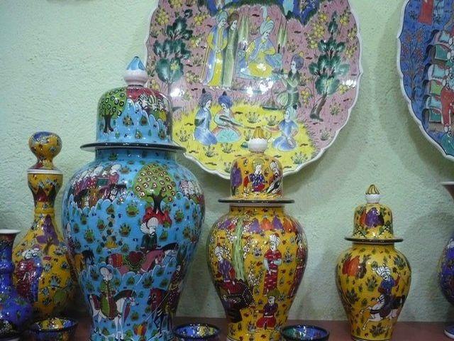 расписные керамические вазы в интерьере