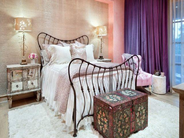 сундук в интерьере марокканской спальни