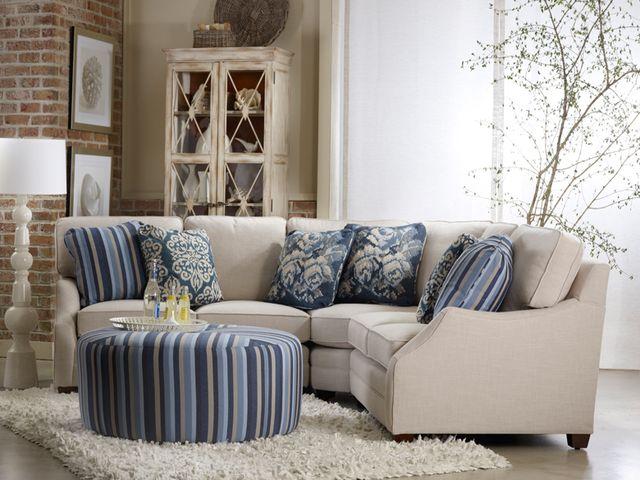 большой диван в американском интерьере