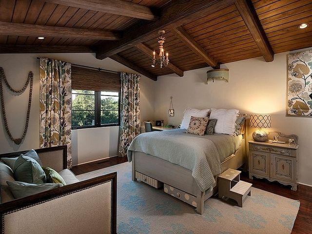 высокая классическая кровать