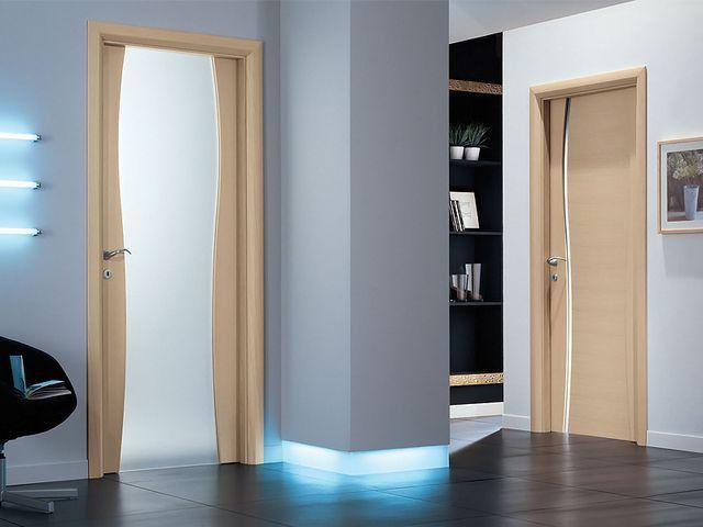 межкомнатная дверь со стеклянной вставкой