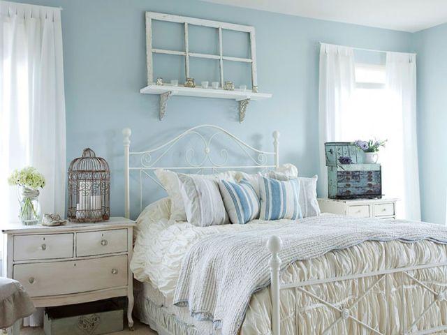 скандинавская спальня в светло-голубых тонах