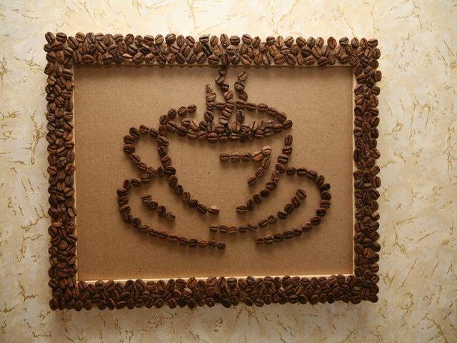 картина из кофе в интерьере кухни