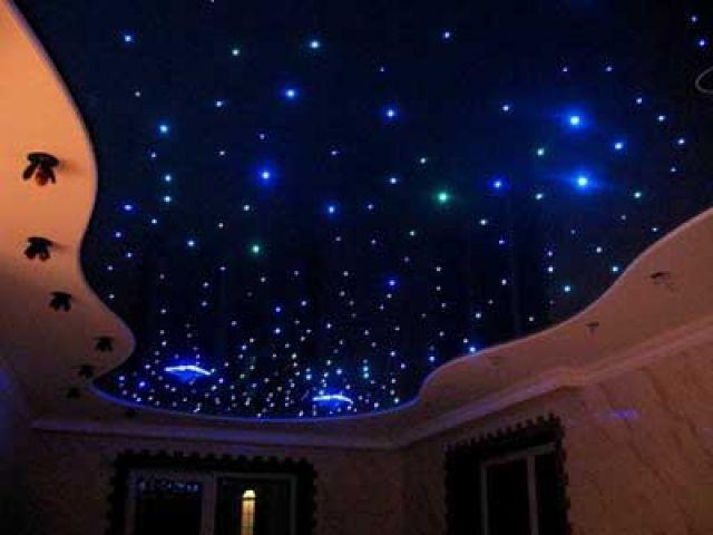потолок с имитацией звездного неба