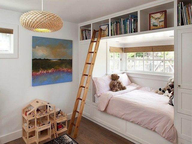 садовая лестница в интерьере жилой комнаты