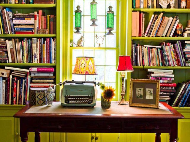 миниатюрный кабинет в стиле китч