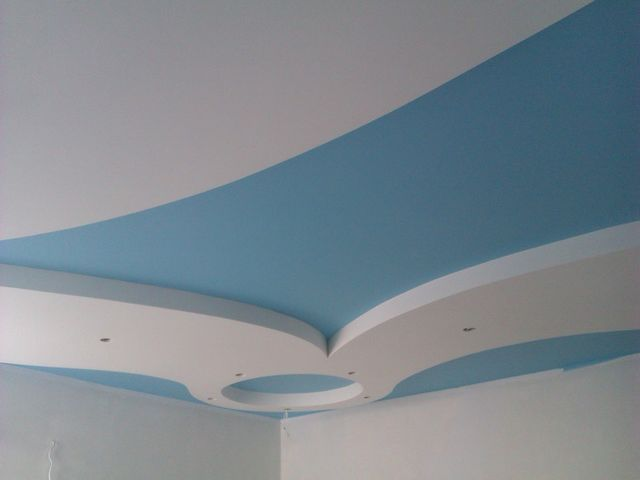Окрашенный потолок из гипсокартона