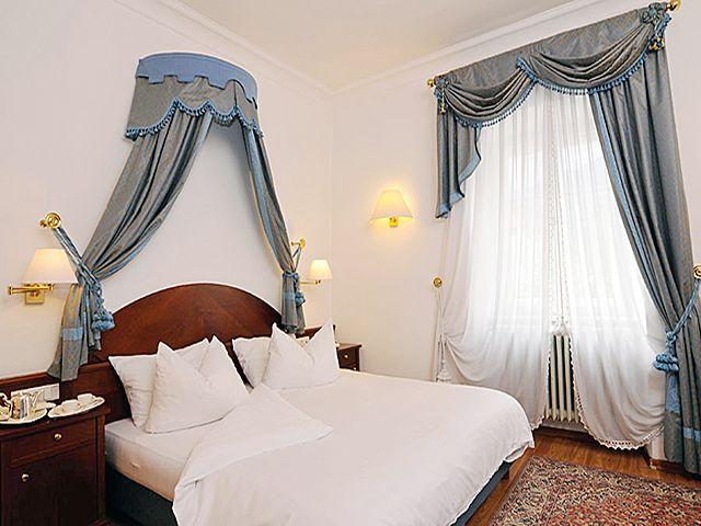 кровать с балдахином в стиле бидермейер