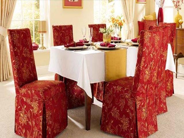 стулья в ярких чехлах в викторианском стиле