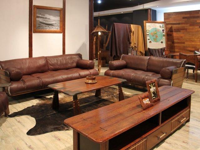 кожаный диван в охотничьем стиле