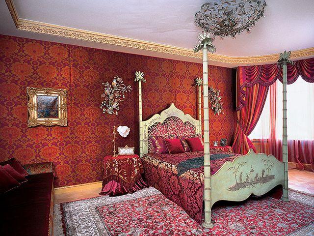 мебель с резьбой в турецком интерьере