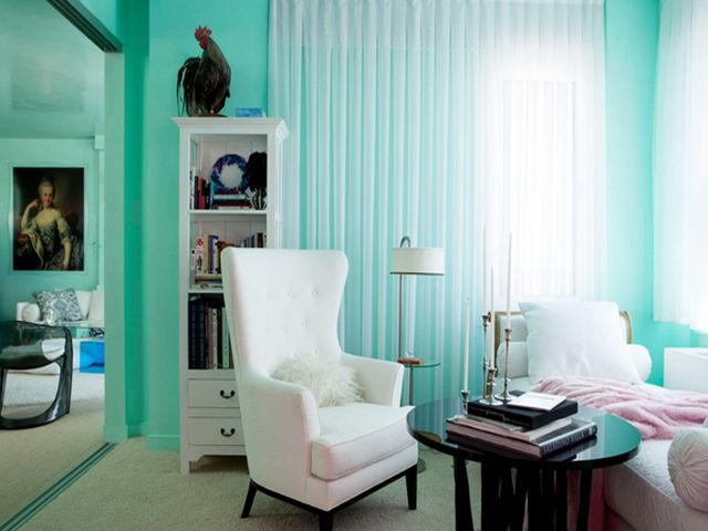 романтичная комната с бирюзовыми стенами