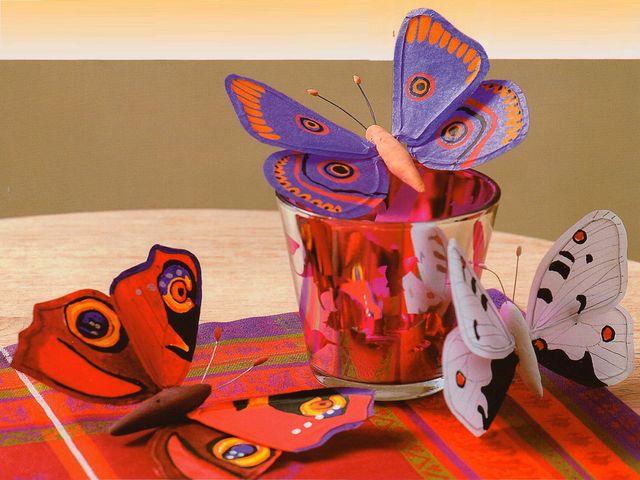 композиция из бумажных бабочек
