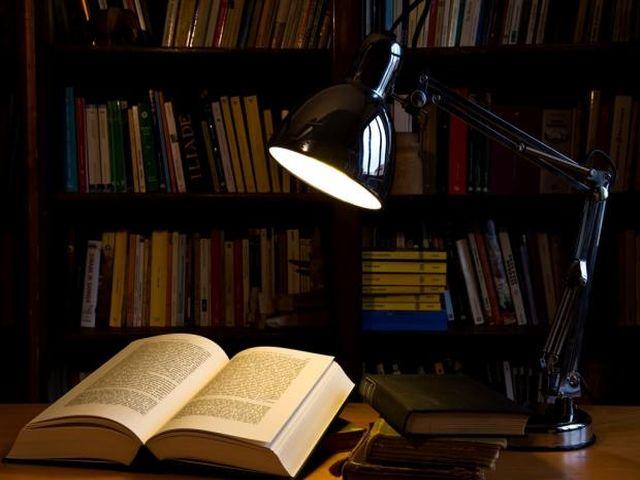 домашняя библиотека в кладовке